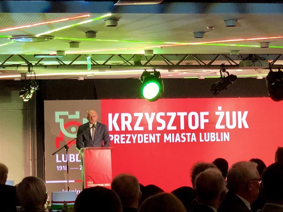 The mayor of Lublin Krzysztof Żuk speaking on stage in front of LED turbotron screen; C2C sp. z o.o.; c2c; www.ctoc.pl; Nagroda Gospodarcza Prezydenta Miasta Lublin; konkurs; Krzysztof Żuk; business class, vip; enterprise; foil production; polyethylene; innovative company; lubelskie; LCK; #lck; #C2C; #eZaopatrzenie