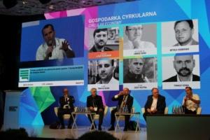 ctoc; eZaopatrzenie.pl; venturishoreca; Tomasz Szuba speaking and sitting during discussion ETI 2018 conference in Lublin.