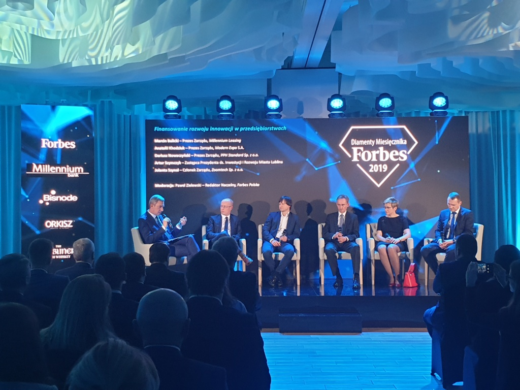 People discussing on stage during event of Forbes Diamonds 2019